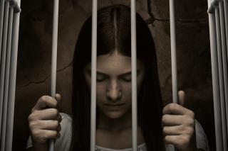 """Nell Tiger Free (como Leanne Grayson) en """"Servant"""""""