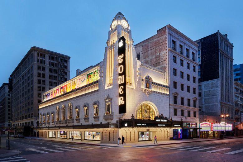 Tienda Apple Tower Theatre en el centro de Los Angeles, California, EUA
