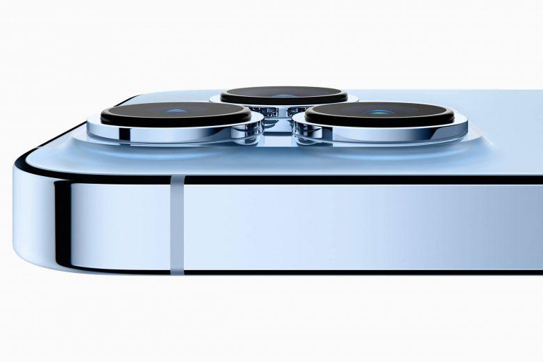 iPhone 13 Pro en color azul sierra con nuevo modulo de cámara trasero